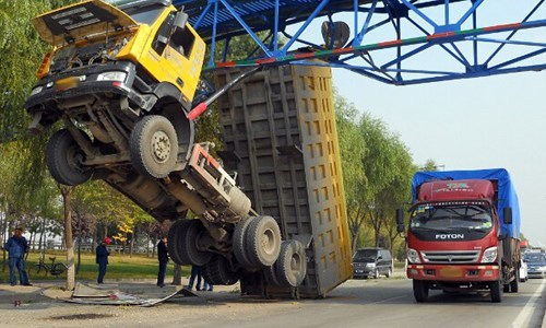 monday thru friday,stuck,truck,bridge,g rated