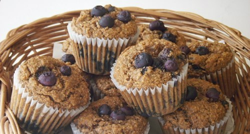 Fresh and Hot Blueberry Bran Muffins for the ComfeeSofa's breakfast!