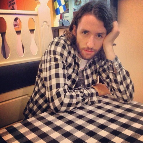 poorly dressed,restaurant,tablecloth