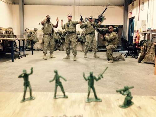 toy soldiers,soldiers