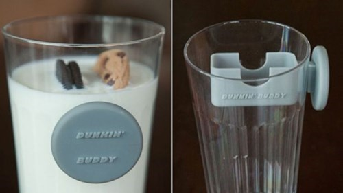 Never Wet Your Fingers Again With This Cookie-Dunking Device
