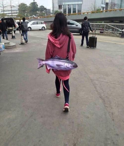 purse,bag,poorly dressed,fish