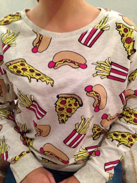 hot dog,poorly dressed,pizza,sweatshirt,fries,fast food