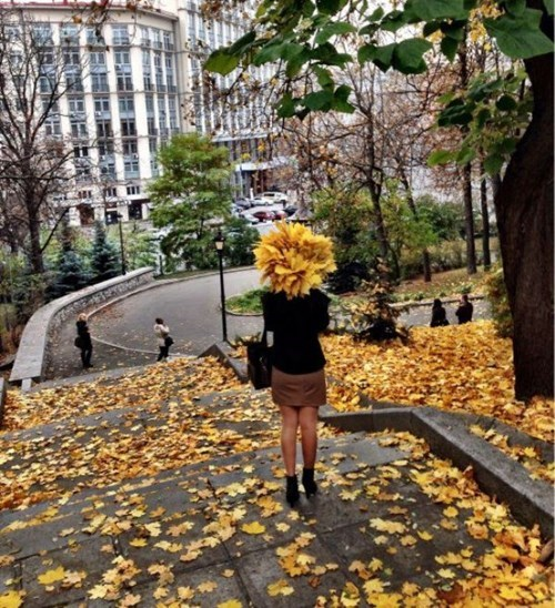 hair,autumn,timing,leaves,fall,poorly dressed,g rated