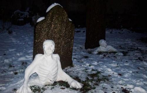 epic-win-pics-snowman-graveyard-zombie