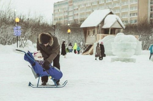 funny-parenting-your-regular-stroller-cant-handle-winter-like-this-one