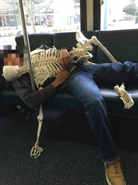 funny-fail-pic-bus-skeleton