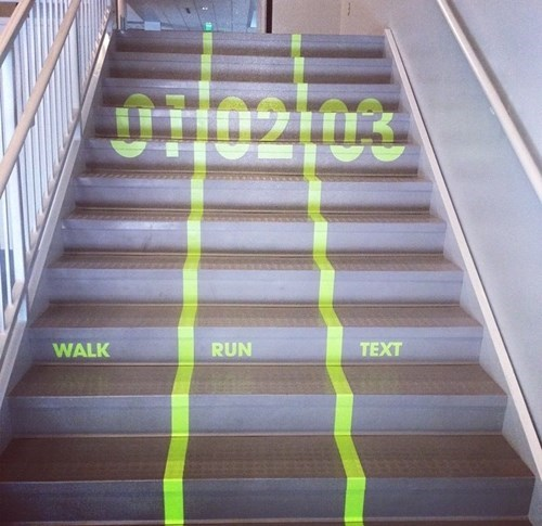 win-design-pic-stairs-texting