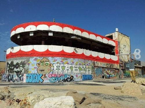 epic-win-pic-street-art-teeth-disco