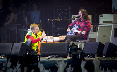 Dave Grohl,foo fighters,break,leg,Music