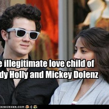 The illegitimate love child of  Buddy Holly and Mickey Dolenz
