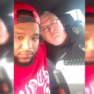 After This Guy Found out His Sister Had Been Killed in a Car Crash, He Got Help from One Truly Awesome Cop