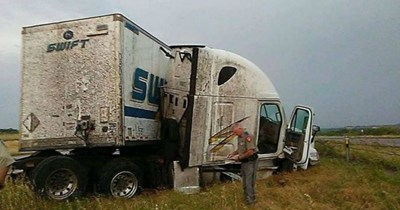 risky FAIL truck dangerous - 7352837