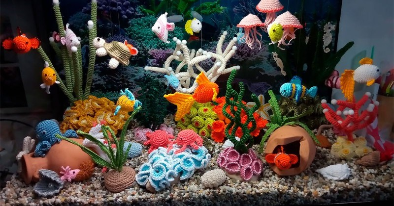 Artist Creates An Incredibly Detailed Aquarium All Made Out Of Crocheted Yarn