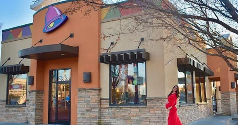 Pregnant Woman Loves Taco Bell So Much, She Decided To Shoot Her Maternity Photos There