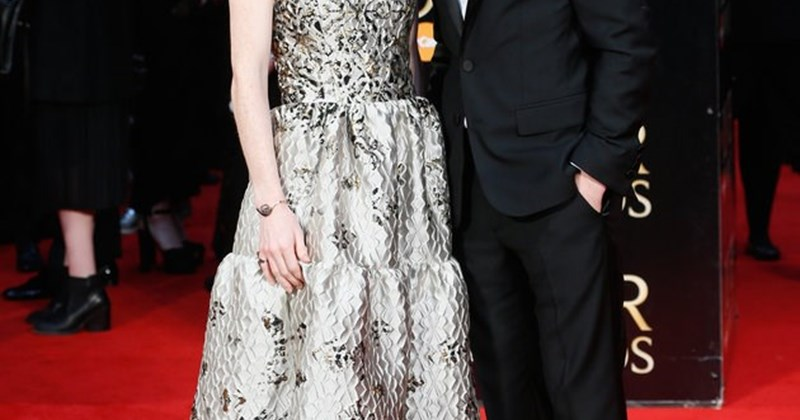 rose leslie and kit harington are dating irl