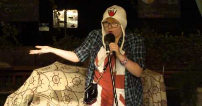 Video Woman's Stand Up Comedy Performance Takes Terrible Turn When Nobody Laughs